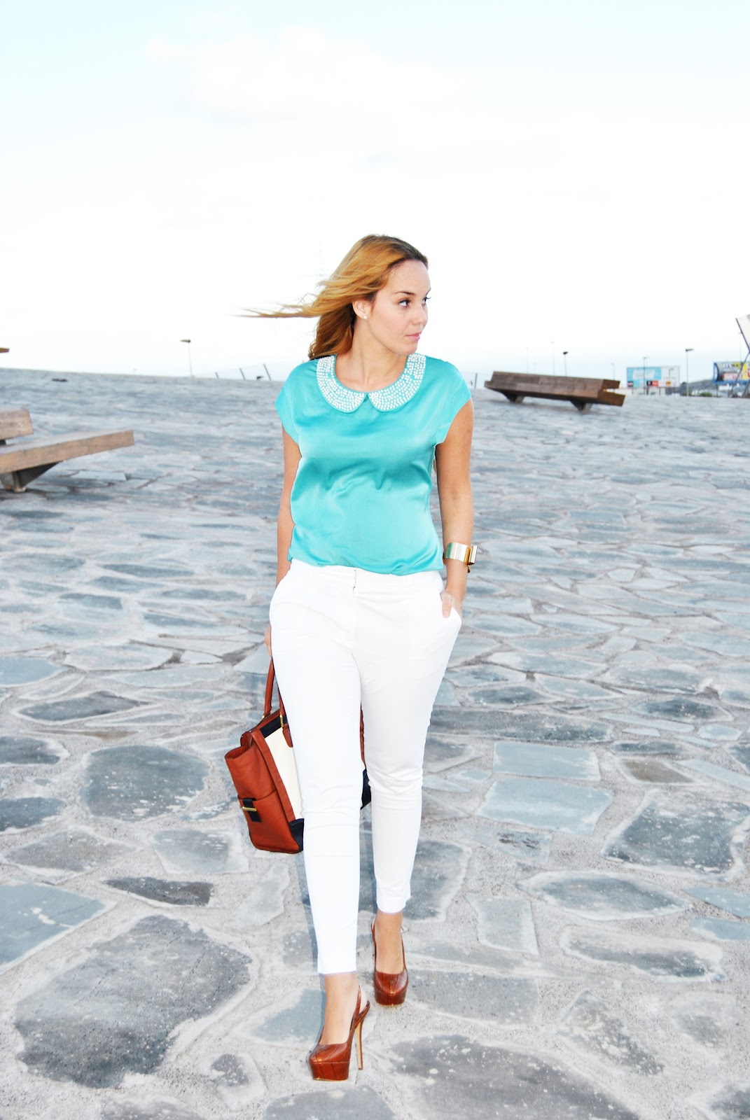 nery hdez, pearls in blouse, white pants, camisa blanco con perlas