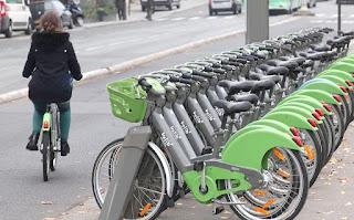 get around Paris Cycling