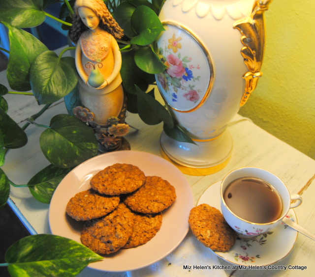 Old Fashioned Oatmeal Cranberry Cookies at Miz Helen's Country Cottage