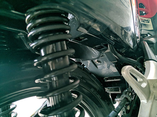 bawah jok motor