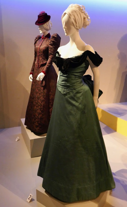 Dakota Fanning The Alienist Sara Howard costumes