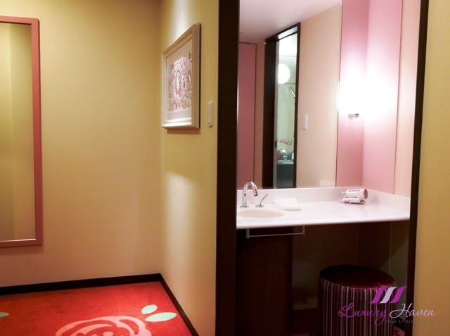 keio plaza hotel tokyo princess kitty vanity room