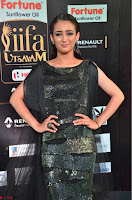 Akshara Haasan in Shining Gown at IIFA Utsavam Awards 2017  Day 2 at  30.JPG