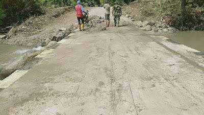 Satgas TMMD Kodim 1420 Sidrap Perbaiki Pelintasan Jalan Pabbaresseng