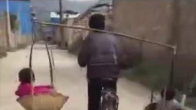 Video Unik, Pria Ini Bersepeda Sambil Bawa Keranjang Berisi Dua Anaknya