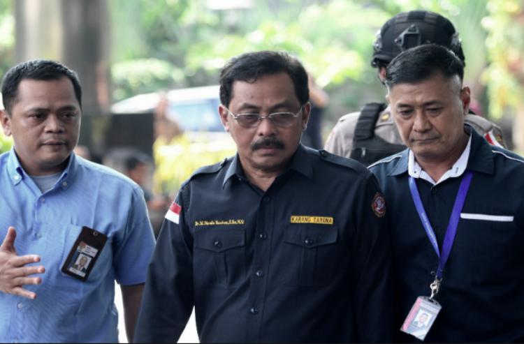 Tersandung Kasus Suap , KPK Amankan Uang Miliaran Rupiah Dari Rumah Dinas Gubernur Riau