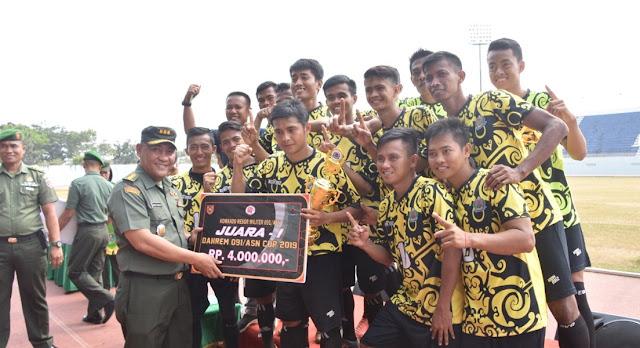 Kodim 0912 Kutai Barat PS.PMK Kubar Raih Juara Turnamen Sepak Bola