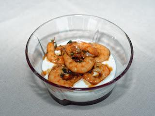 errines de crevettes sautées, sauce au yaourt