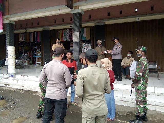 Babinsa : Ke Tawangmangu Wajib Pakai Masker