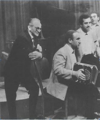Osvaldo Pugliese en 1966, con tres de los músicos de su orquesta Julián Plaza, Víctor Lavallén y Osvaldo Ruggero