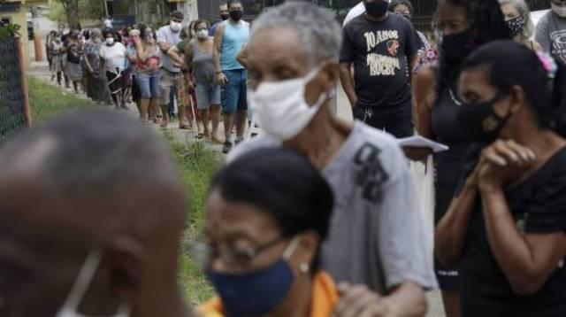 Mortes de idosos vacinados com as duas doses no Rio dobra em menos de 2 meses