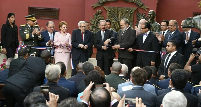 Presidente inaugura Museo de Cera Juan Pablo Duarte en la Ciudad Colonial