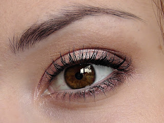 How-to-apply-natural-makeup-&-eye-makeup-ideas-for-brown-6