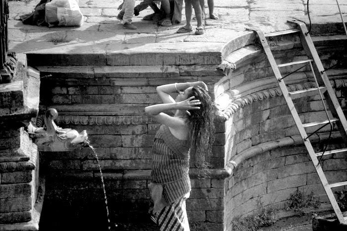 Népal, Katmandou, fontaine Bhimsen, © L. Gigout, 1990