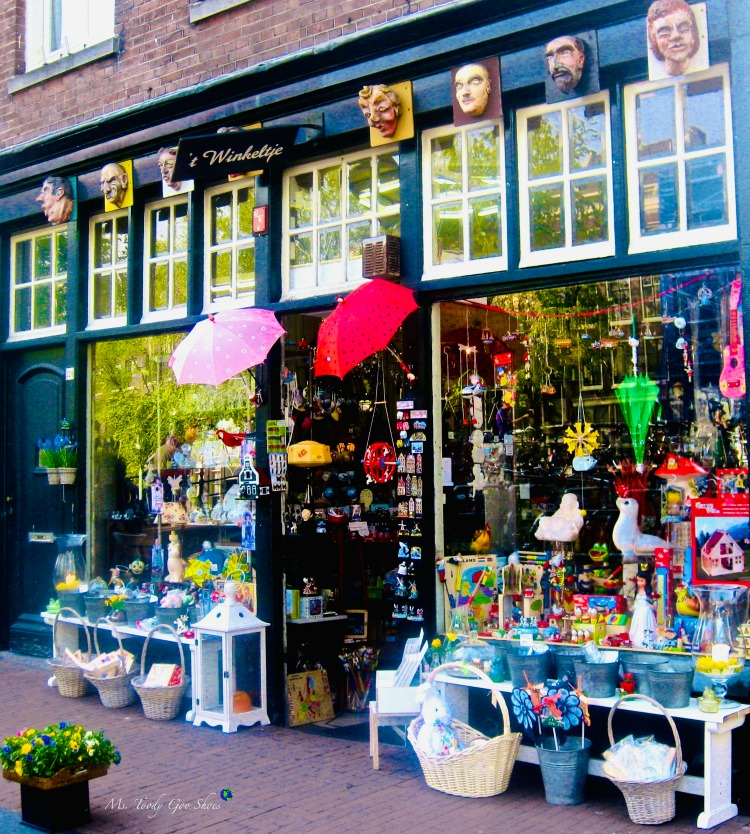 Are you seduced by a charming storefront? This one is in Amsterdam | Ms. Toody Goo Shoes