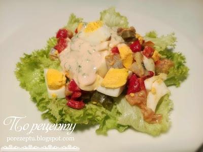 Салат с сельдью, огурчиками и паприкой
