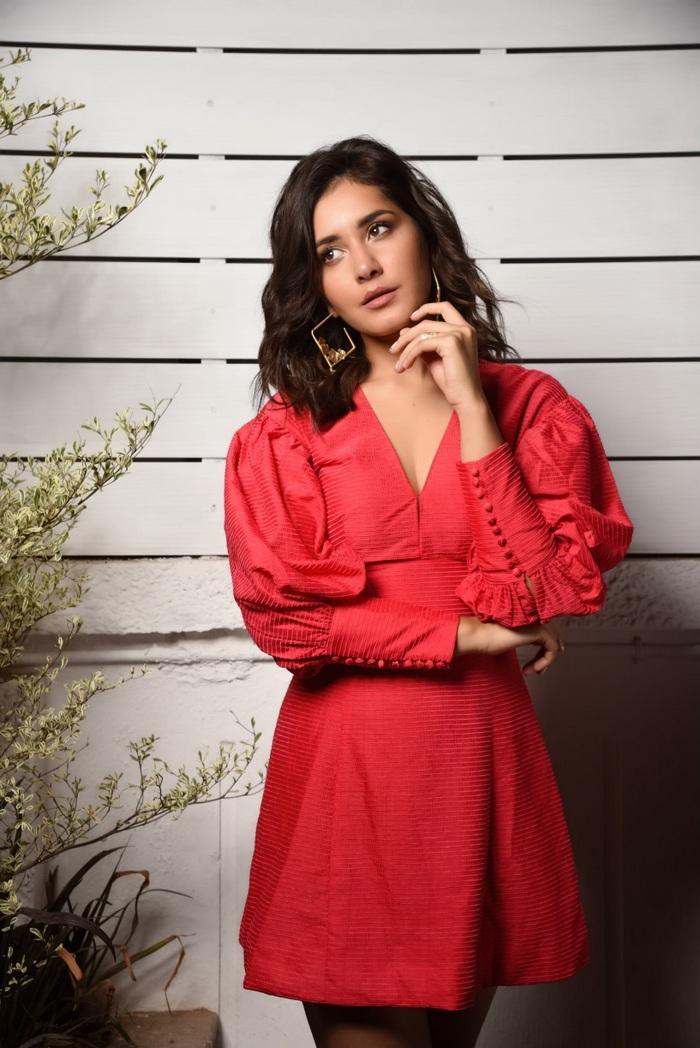 Beautiful Indian Girl Rashi Khanna Long Cross Legs in Red Skirt
