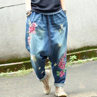 pantaloni urati