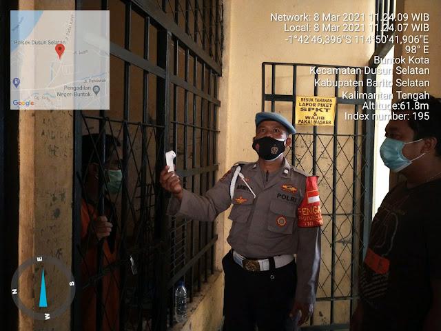 Piket Jaga Polsek Dusel Rutin Cek Kesehatan Tahanan, Cegah Kluster Baru Covid-19 di Dalam Sel