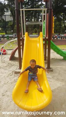 tempat bermain di taman lapangan banteng