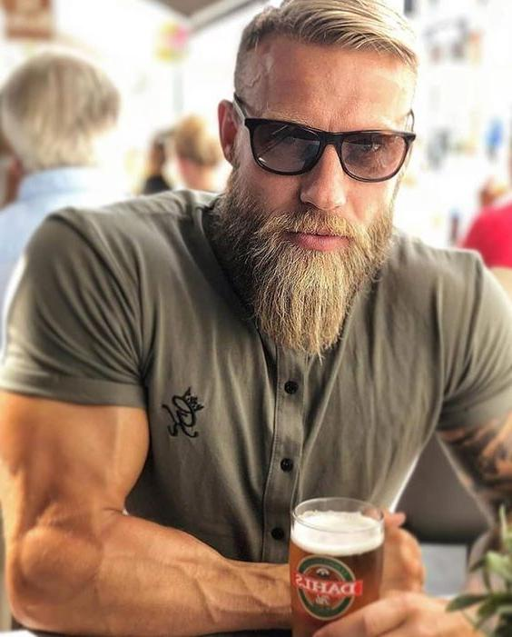 sexy-mature-sweden-viking-hipster-daddy-bearded-muscle-biceps-beefy-dilf-drinking-beer