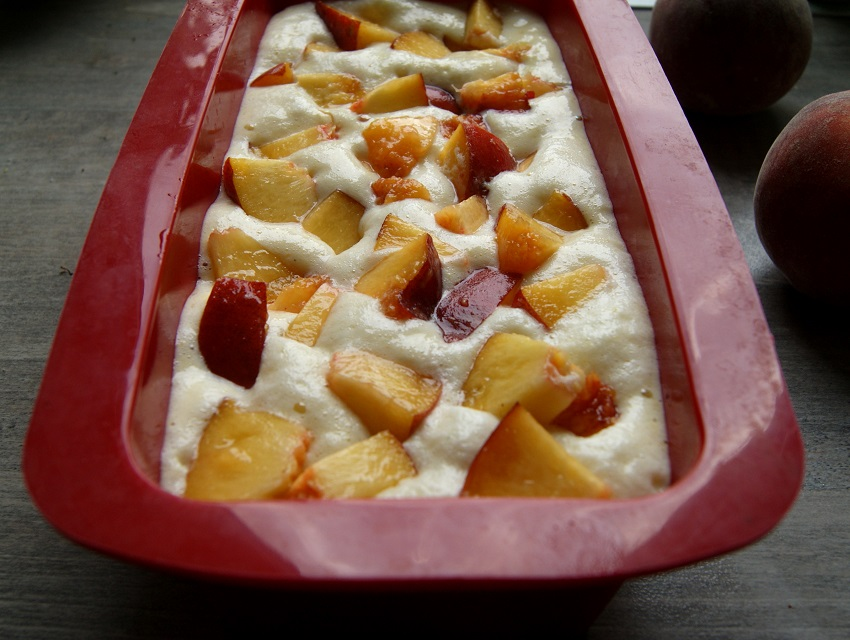 ciasto bezglutenowe z jogurtem i owocami