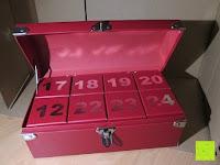 Innenansicht: Adventskalender als piratige rustikale Schatztruhe - 24 einzelnen Schatzboxen - Ideal für den Advent