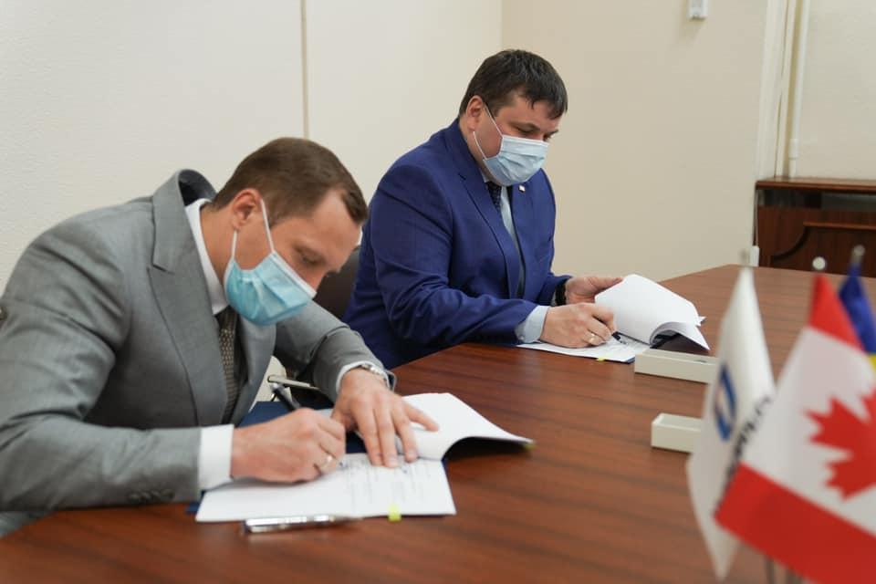 Укроборонпром та ДАХК Артем обіцяють збудувати черговий патронний завод – тепер з канадцями