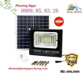 Đèn LED Pha Năng Lượng Mặt Trời 300W,đèn sân vườn năng lượng mặt trời, đèn pha 3 Gia-den-led-nang-luong-mat-troi-300w
