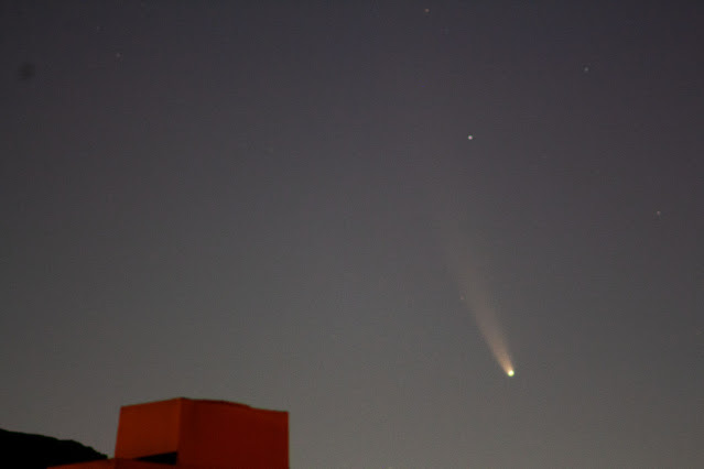 Comet NEOWISE C/2020 F3, at 4:51 AM, 300 mm, DSLR, 4 seconds (Source: Palmia Observatory)