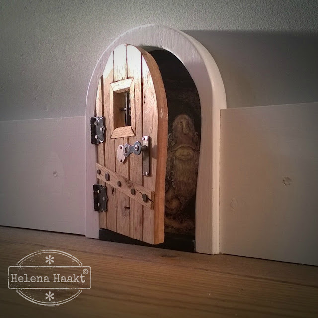 Fairy door by helenahaakt.blogspot.com (plintdeur)