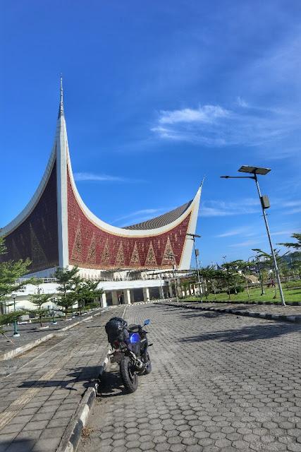 Foto Megahnya Masjid Raya Sumatera Barat