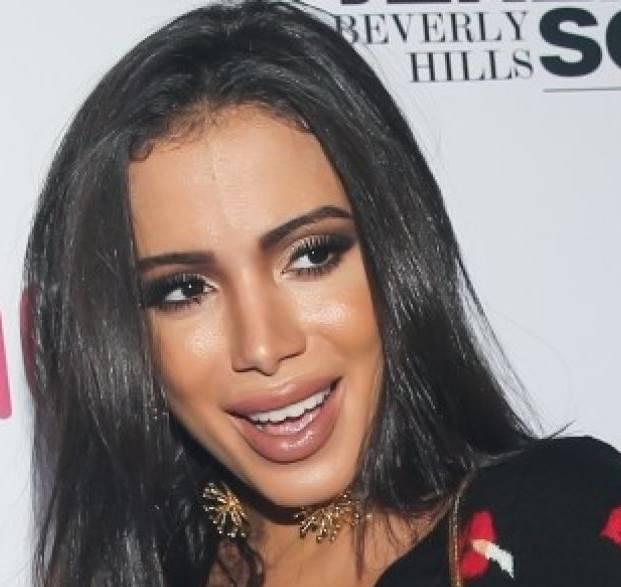 Cantora Anitta parece estar arrependida e busca cirurgiã para reverter boca de pato
