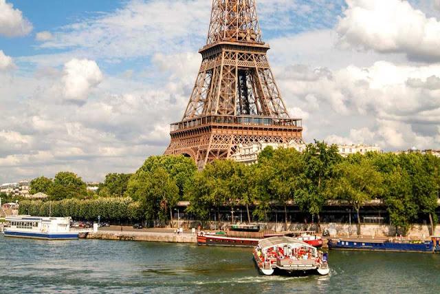 Torre Eiffel a partir do Rio Sena