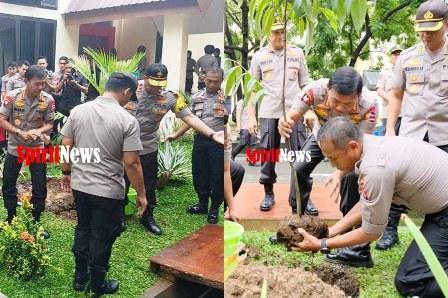 Kabid Humas, Kapolri Jenderal Idham Azis Menanam Pohong Eboni di Mapolda Sulsel