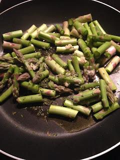 Revuelto de espárragos verdes, preparación 1