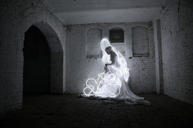 © Hannah Quinlivan, Immobilised (drawing performance with movement) L-R: Louise Keast, Shikara Ringdahl Photographer: Alex Hobba