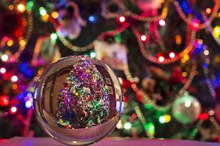 pallina di Natale in vetro e luci