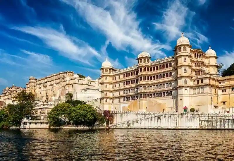 city palace Udaipur in Hindi