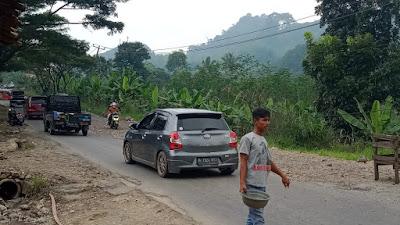 Jalan Amblas Bahayakan Pengendara Di Jalur Cianjur-Jonggol