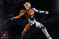 S.H. Figuarts Kamen Rider Valkyrie Rushing Cheetah 31S.H. Figuarts Kamen Rider Valkyrie Rushing Cheetah 40