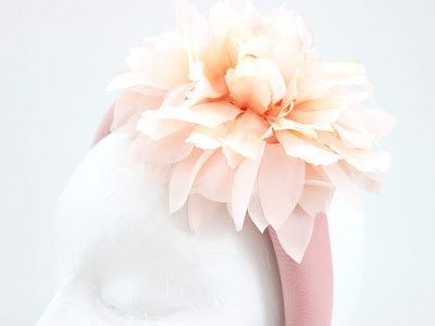 PV 2020 Nude blanco flor 05 Diadema