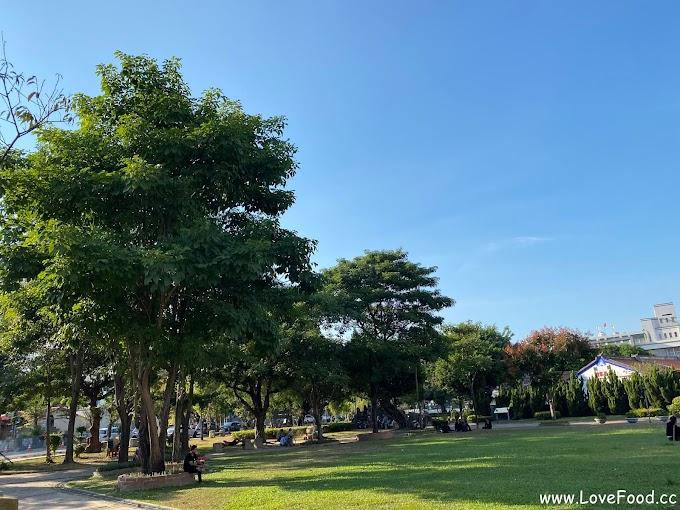彰化員林-員林公園-廣大的草皮奔跑 興賢書院就在這-yuan lin gong yuan