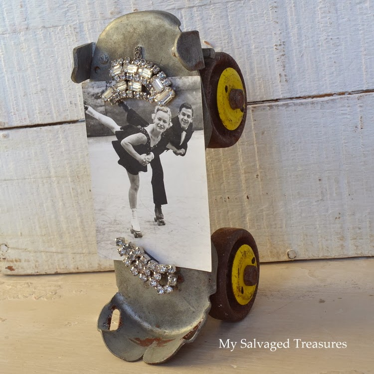 use an old roller skate as a picture holder