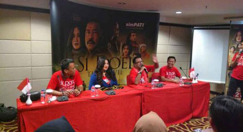 NOSTALGIA: The atmosphere of a meet and greet fan with the movie player Si Doel The Movie, Tuesday (8/14) at the Mercure Hotel Pontianak. Present at the event were Rano Karno and Cornelia Agatha. Aristono / Pontianak Post