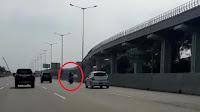 Viral Motor Boncengan 3 Masuk Tol Bekasi Timur dan Jatuh Senggol Mobil