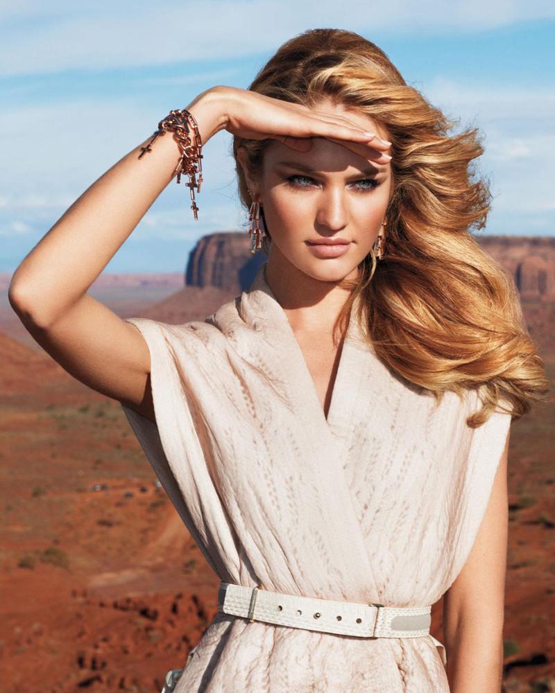 Model Seksi Afrika Candice Swanepoel canyon