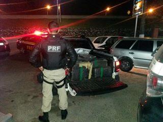 PRF prende traficantes com pistola , 500 Kg de maconha e veículo roubado na Régis Bittencourt
