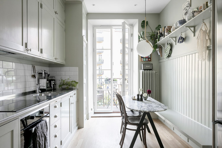 Before & After: A Swedish Kitchen Gets a DIY Makeover!