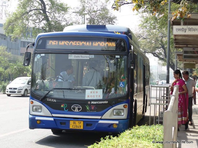 Hop-on Hop-off Bus – One of the best bus sightseeing services for Delhi Darshan